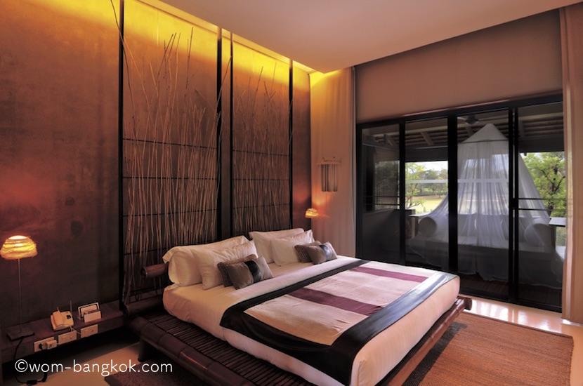 1.テラススイートのベッドルーム。このタイプの部屋は2階の角部屋なので眺望が良く静か