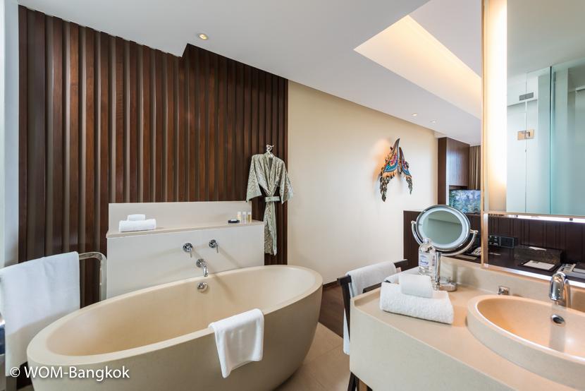 クラシックプールヴィラは、ベッドの後ろ側がバスルームとなっており、 グランドプールヴィラは寝室と浴室が壁で仕切られています