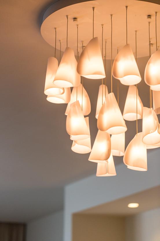 ナチュラルインテリアが素敵な部屋にふさわしい照明デザイン