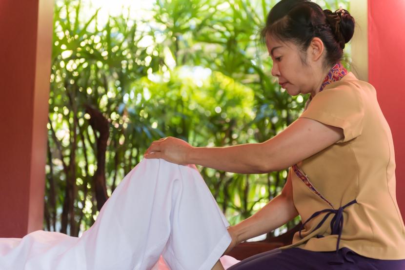 リゾート開業当初から20年以上こちらに勤めている熟練セラピスト。手の平から溢れる癒しのパワーが圧倒的