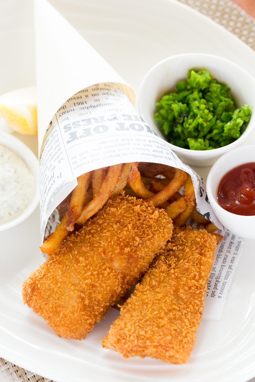 新鮮な近海産白身魚を使ったフィッシュ&チップス