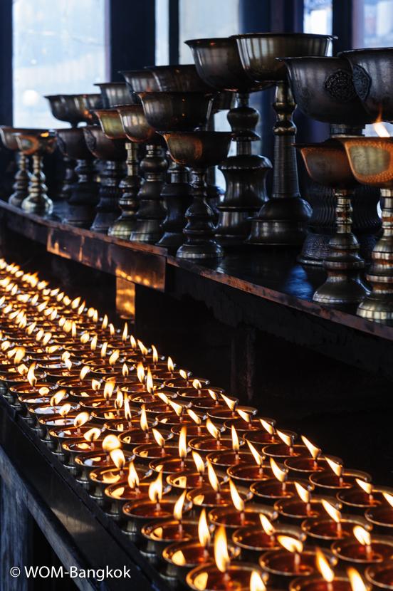 チベット仏教ではキャンドルではなくバターランプを灯します
