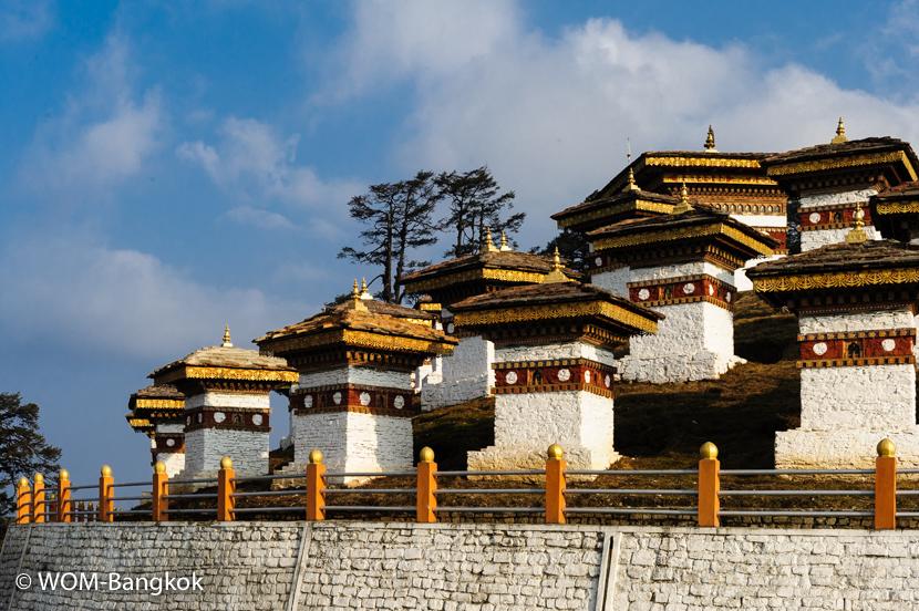 前王妃によって建立された108つ(煩悩の数)のチョルテン(仏塔)