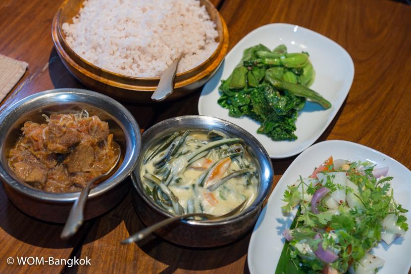 スタンダードなブータン料理のコース