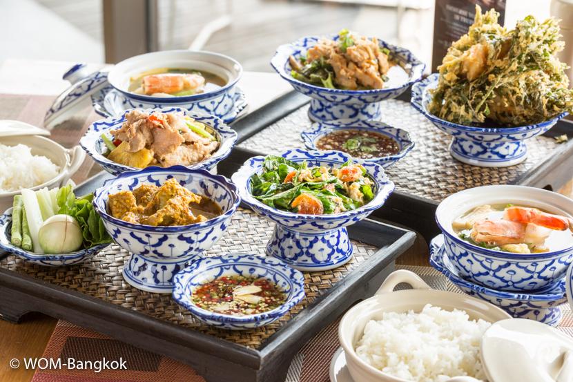 プロモーションランチとして、タイ南部料理セット(全8品2人用)を実施中