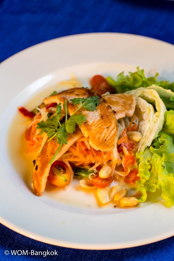 ディナーはアジアンテイストを盛り込んだイタリアン。