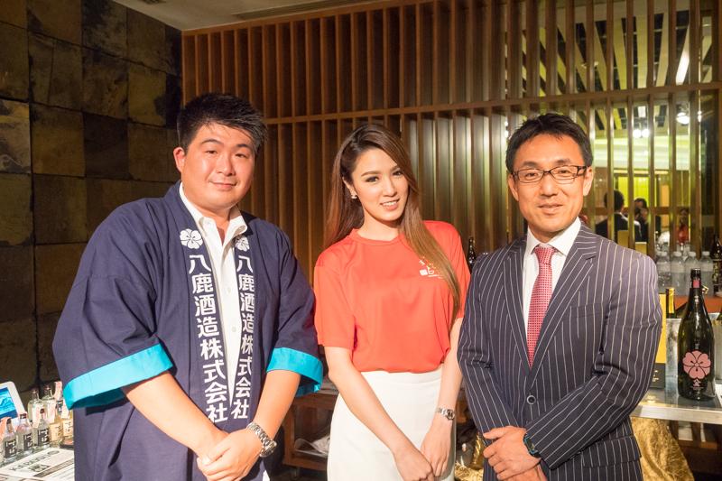 鹿酒造経営企画部部長 麻生氏(左)と山田水産社長 山田氏(右)